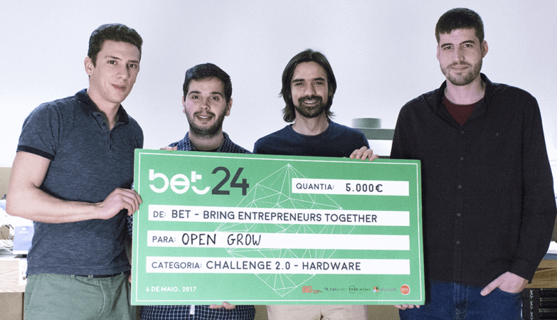 Some Open Grow™ members, on a hardware production room, holding the first place prize from Bet24 Hardware & IoT 2017 contest