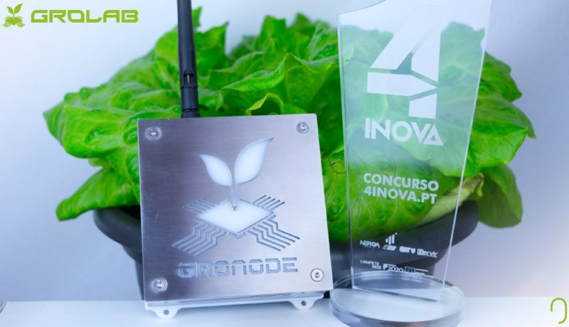 GroNode grow controller, a GroLab™ module, next to the trophy of the 4IN competition awarded to Open Grow™ in the category of technology & processes.